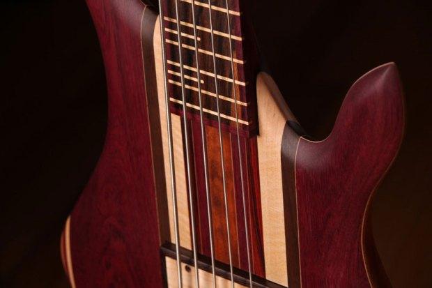 Zoov Guitars Classic 5 Bass - body closeup