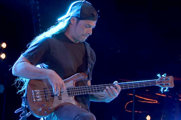 Rodrigo y Gabriela with Robert Trujillo: Metallica Medley