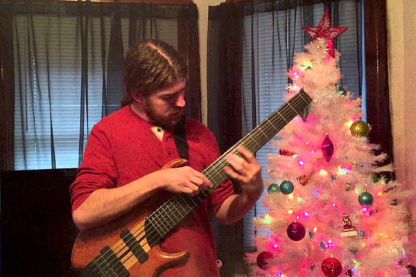 Simon Fitzpatrick: Jingle Bells (Solo Bass)