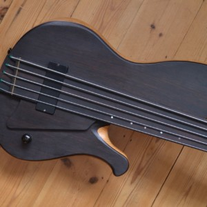 Bass of the Week: Joe Goldsmith Fretless Singlecut Bass