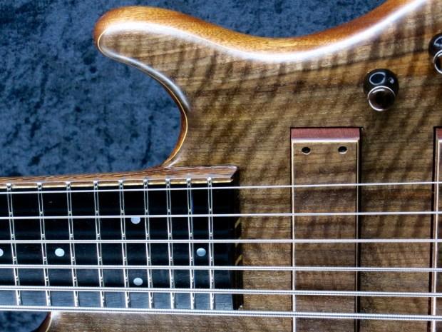 LedBelli Bass Guitars Majestic Bass closeup