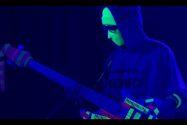 MonoNeon: Miles Beyond, Live