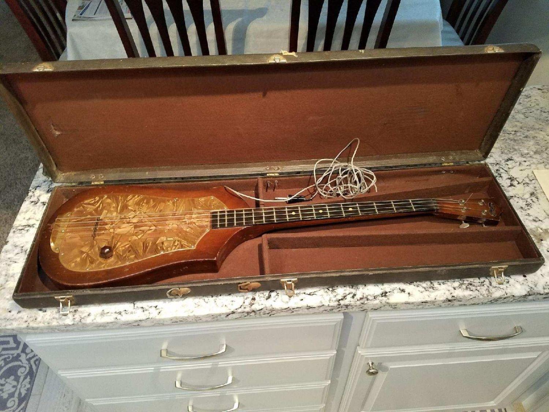 Audiovox #736 Bass in case