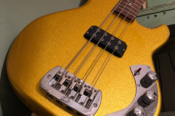 G&L Guitars CLF Research L-1000 Bass Gold Body Angle