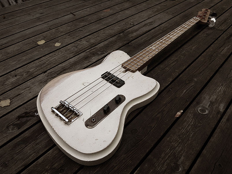 Vuorensaku Guitars Mama Bass