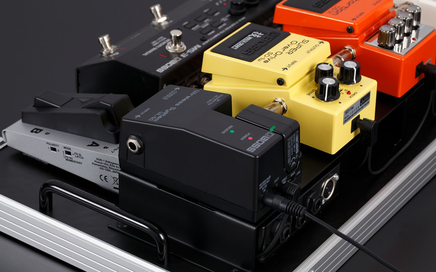 Boss WL-50 Wireless System on Pedalboard