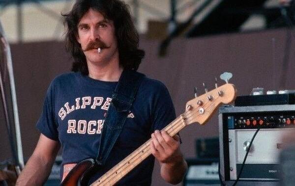 "Bass Transcription: Dave Hope's Bass Line on ""Carry on Wayward Son"" by Kansas"