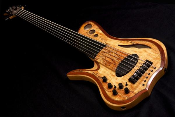 Bass of the Week: Ramsay Musical Instruments Hummingbird-RF6PZ-FL