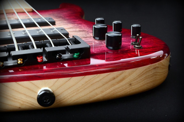 Bass of the Week: Sivcak Guitars NDHS 5 062916