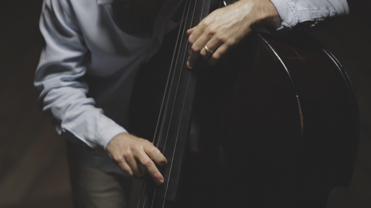 Walking the Changes: Legends of Double Bass in Jazz