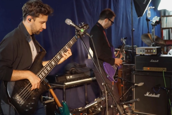 Martin Miller & Paul Gilbert: YYZ (Live in Studio)