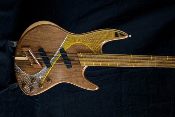 Bass of the Week: Tangente Instruments Domino Fretless