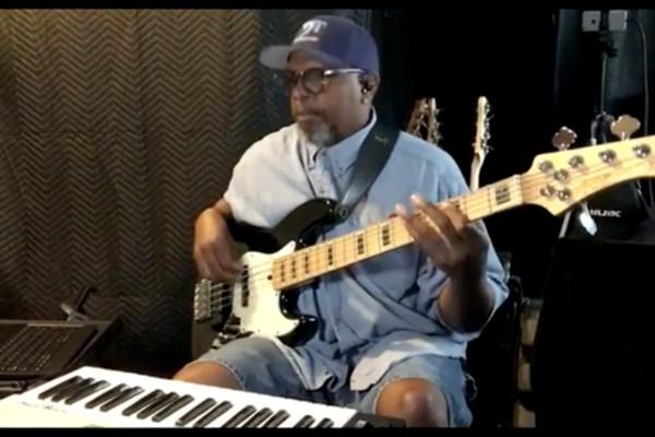 Melvin Lee Davis: J-Dub Walkin'