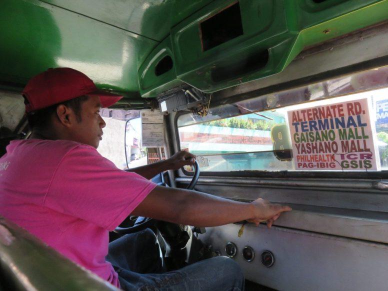 Dans le jeepney