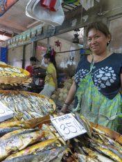 Vendeuse de poissons séchés