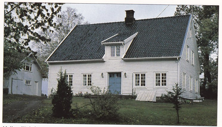 Mellom Kjøle hvor rettssaken ble holdt. Våningshuset ble oppført i 1815 og er fredet. Rettssaken tre år tidligere ble altså ikke holdt i nåværende bygning.