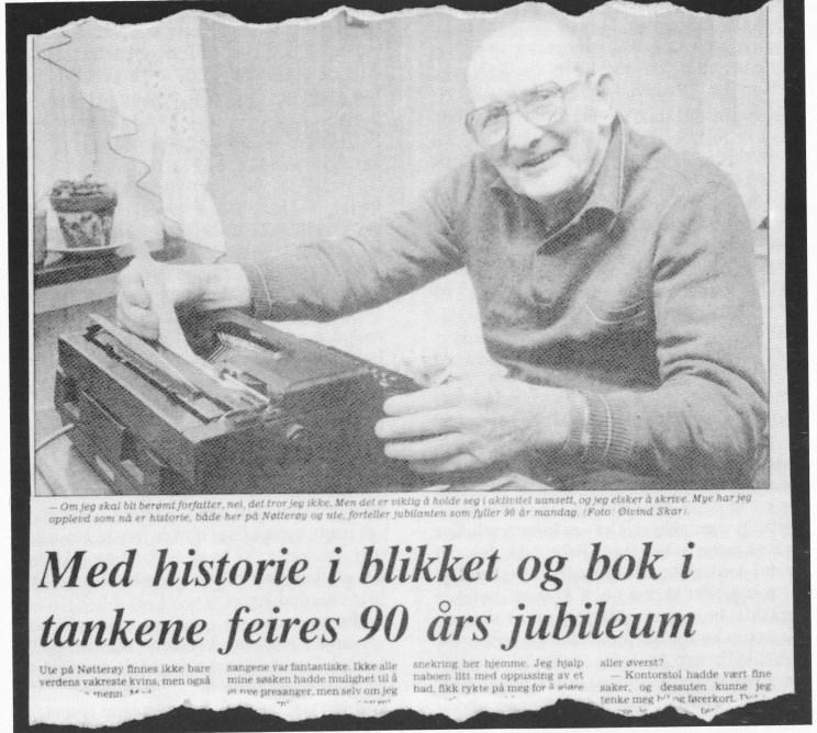 Forfatteren Abraham Abrahamsen som 90-åring. (Faksimile fra Tønsbergs Blad 7. april 1984.)