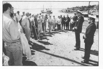Historielagets tur til Bolærne fort 16. juni 1991. Admiral Haakon Øberg og fortssjef, kommandørkaptein Helge Moen.