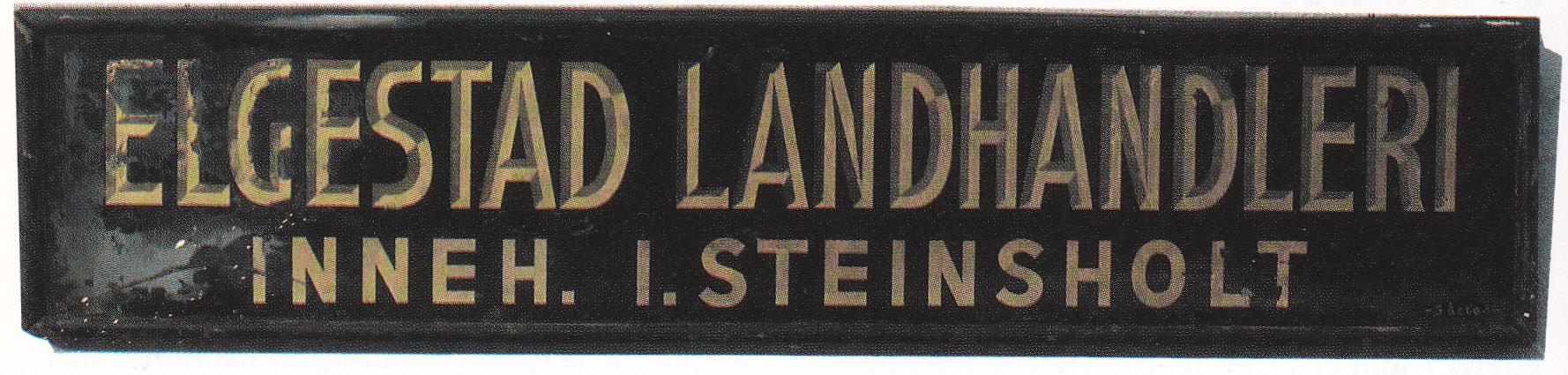 Et Elgestad-skilt og en slede fra Petterød