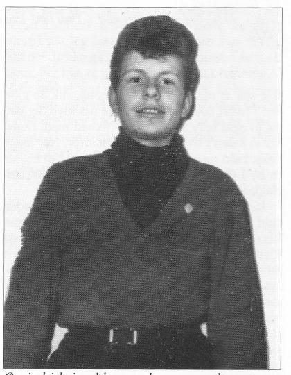 Øyvind i kvisealderen — her som stolt mottager av skoleidrettsmerket i gull på Herstad i 1957.