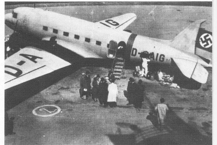 Et tsjekkisk DC3-fly med tyske markeringer, lik typen som landet på Nøtterøy. Flyet på bildet forliste bokstavelig i vannet ved Hvalerøyene i Oslofjorden den 21. april 1944. Også dette flyet var i posttjeneste, men posten ble berget - om enn noe våt.