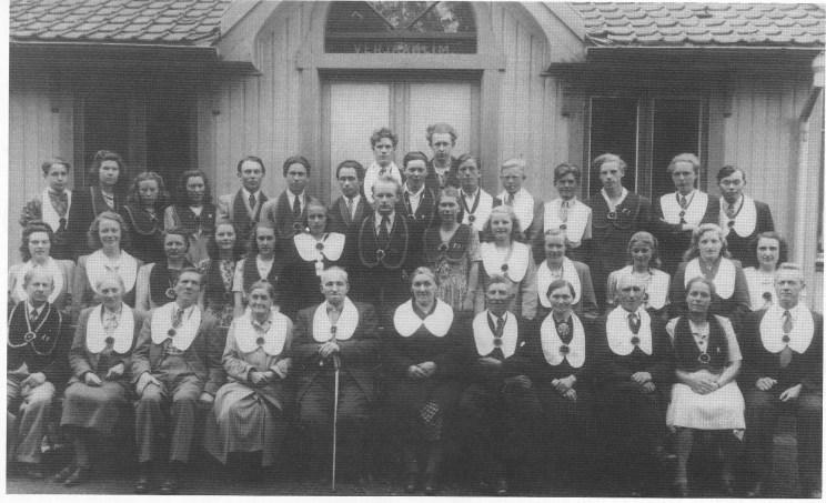 """Losje """"Verjar"""" 1947. Ingvar Dillan ytterst til høyre. (Foto utlånt av Gry Dillan)"""