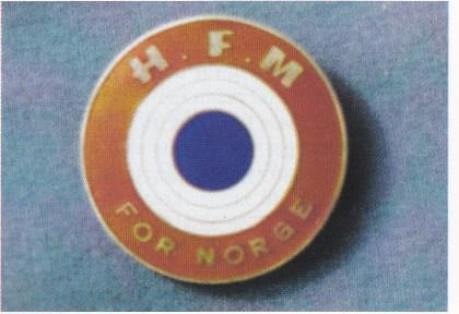"""84 mann fullførte kurset til """"Hærens frivillige militæropplæring i Tønsberg"""", og kunne kjøpe eget merke i sølv og emalje, laget av David-Andersen i Oslo, for to kroner. Flere syntes det ble for dyrt."""