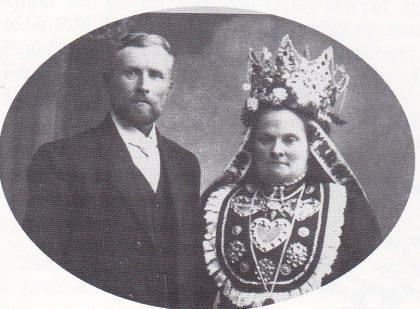 Sølvbrudeparet Ingeborg og Elling Viken i 1912. Brudekronen er nok fra Jølster.