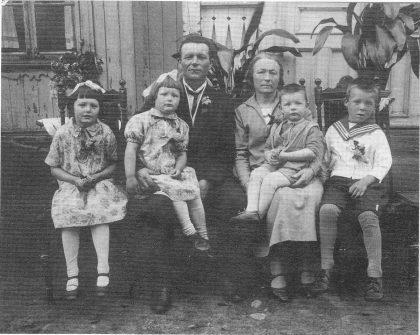 Fuglestrandfamilien på Nordre Gipø 1929. Fra venstre: Ragna, Bjørg, Elias, Sofie, Norvald og Kåre.