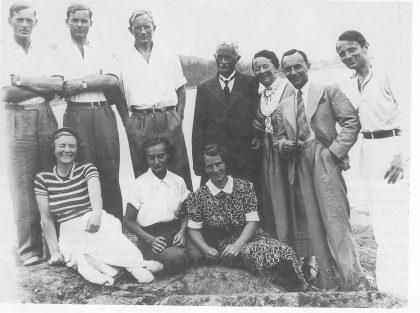 Jonathan og Sofie med åtte barn ca. 1920. Foto utlånt av Gunnar E. Johnson.