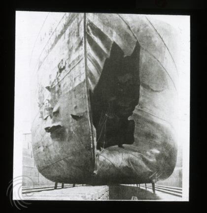 «Belridge» i tørrdokk med torpedohull i baugen. Foto utlånt av Ole Johan Eide.