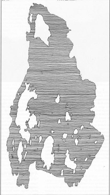 Kart over Nøtterøy med kystlinjen slik den fortonte seg for 8000 år siden, da havet sto 50 meter høyere enn i dag. Nåværende kystlinje er stiplet. (Tegning Vera Hansen)