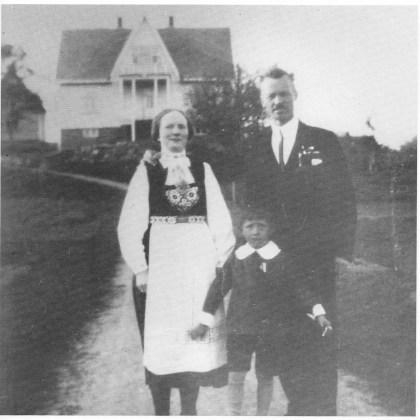 «Nøtterøy-filmens far». Ingvar Dillan med sin første kone Julie og deres sønn John.