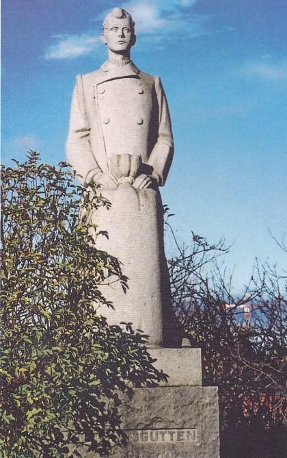 Førstereisgutt. Carl E. Paulsens statue ved Kanalbroen. Foto: Svein Hermansen.