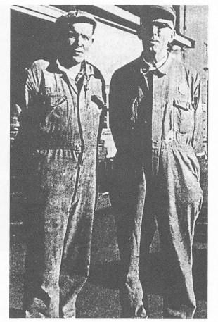 Kjeleformennene Petter Kristiansen og Reidar Dybdahl. (Foto utlånt av Ragnar Aasland.)