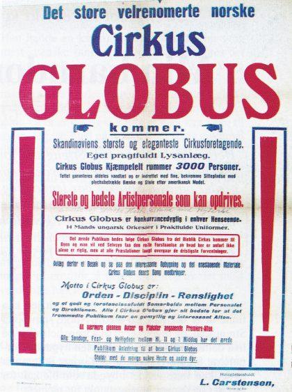 """Plakat fra Cirkus Globus. Direktør Carstensen averterer at han har kjempetelt med 3000 plasser og eget praktfullt lysanlegg. Mottoet for hans sirkus er """"Orden — Diciplin — Renslighet"""". (Fra Barlys samling i Cirkusbyen, Hvidovre.)"""