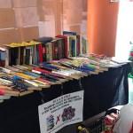 Un punt per intercanviar llibres i donacions solidàries d'aliments