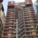 Les obres de rehabilitació de les façanes Canyelles arriben als blocs més problemàtics