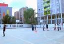 Compromís municipal per cobrir la pista de bàsquet de Canyelles