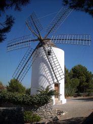 En la imagen, uno de los molinos de Puig d'en Valls