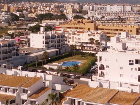 Vista de una parte de la planta hotelera de Platja d'en Bossa.