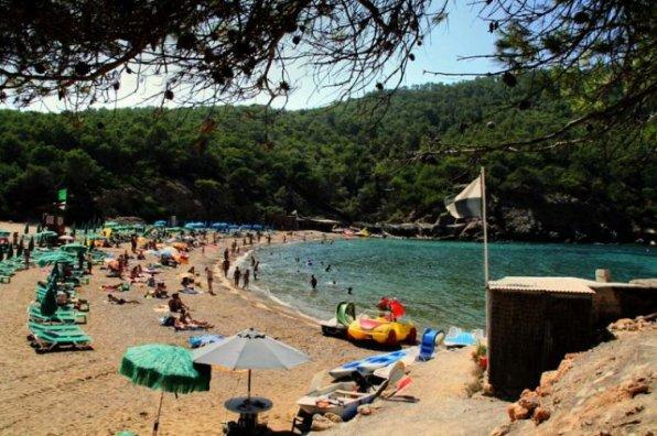 A la imatge, la platja de Benirràs, al municipi de Sant Joan. Foto:santjoandelabritja.com