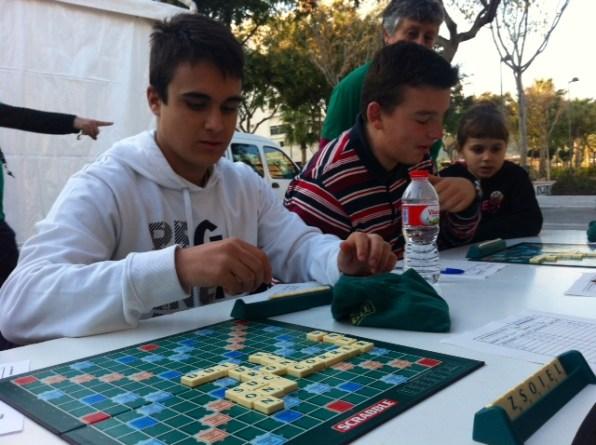Una imatge de les partides d'Scrabble en català. Fotos: D.V.