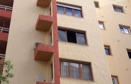 Imagen de una de las ventanas del piso afectado por el incendio