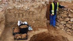 Trozos de cerámica recogidos en la excavación.