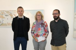 El conseller insular d'Educació, Patrimoni, Cultura, Esports i Joventut, David Ribas, el regidor de l'ajuntament d'Eivissa de Cultura i Patrimoni, Pep Tur, i la filla del pintor, Núria Ferrer.