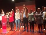 El candidato en las primarias del PSOE, Pedro Sánchez, canta La Internacional junto a militantes socialistas de Ibiza. Foto: L.A.