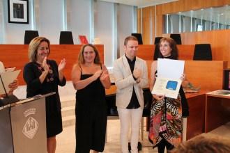 Caroline Burcker amb el seu premi.