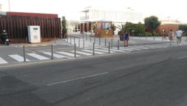 Imagen del exterior de Es Nàutic donde se mezclan los pasos de peatones con los del tráfico rodado.