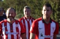 Seguidores del Athletic de Bilbao en el campo municipal del Formentera. Foto: Toni Escobar